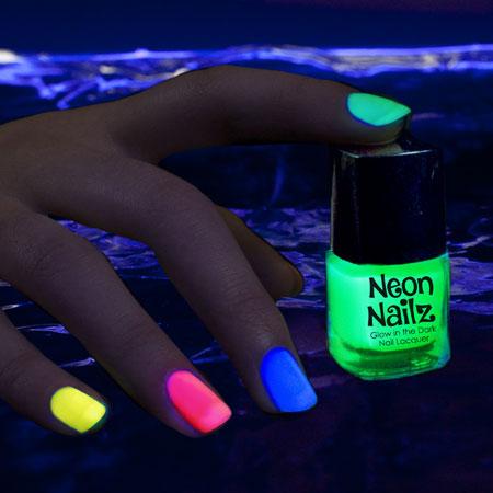 glow-nail-polish-neon-green