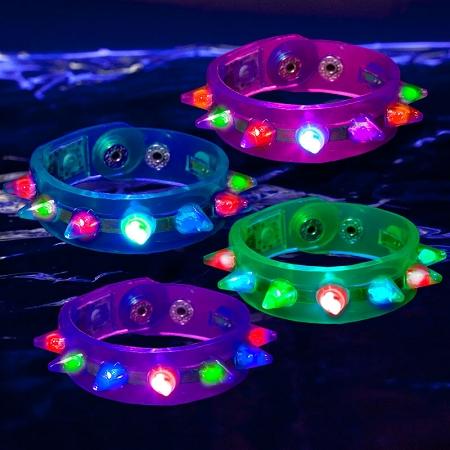 led_flashing_spike_bracelet_1